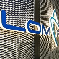 3D světelná reklama, logo Lom Praha Trade, montáž na tahokov